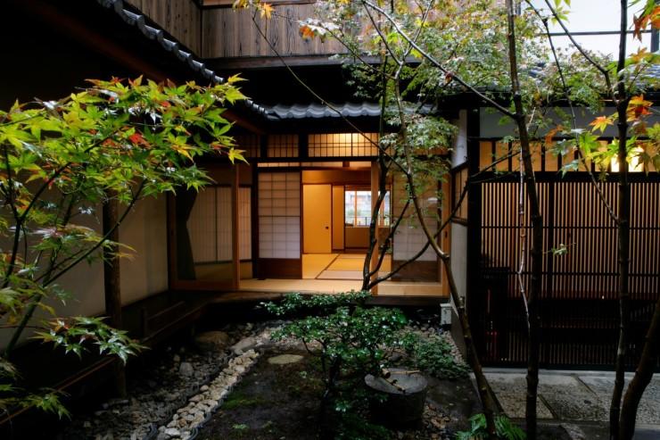 exterior-iori-machiya-stay-downtown-kyoto (Large)-X2